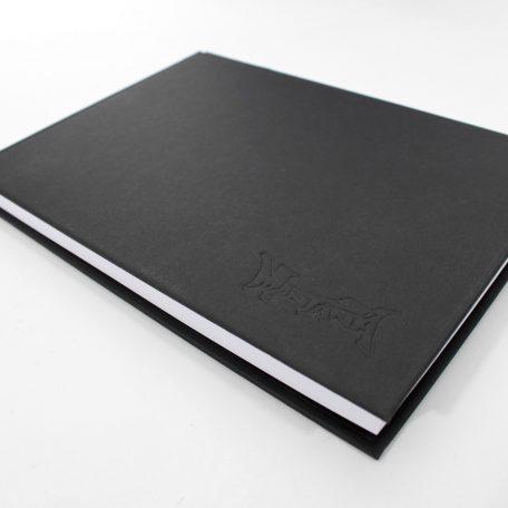 BOOK_MON_31X22_HOCH_Detail-01
